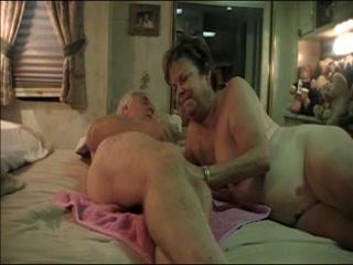 le sexe forcé des adolescents arrive à maturité sexuelle