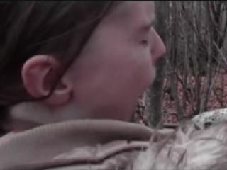 Sodomie en plein hiver dans les bois - Sexe amateur